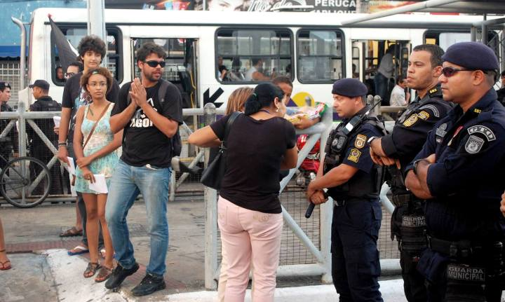 Policiamento ostensivo marcou o primeiro ato do Movimento Não Pago em 2014 (foto: Geilson Gomes)