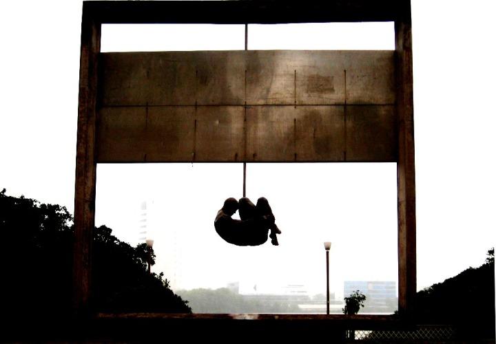 """Monumento """"Tortura Nunca Mais"""", do arquiteto Demetrio Albuquerque, considerada a primeira obra em homenagem às vítimas da Ditadura.  Está localizado na praça Padre Henrique, rua Aurora, em Recife (PE). Foi encomendada pela prefeitura local em 1988 e inaugurada em 1993."""