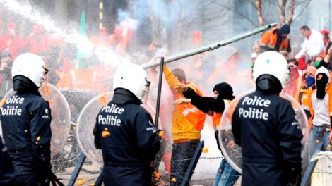 water-cannons-brussels-protest.si_