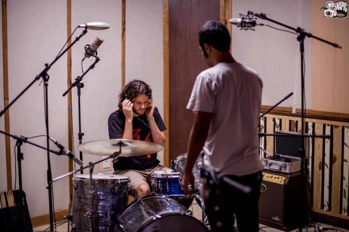 Banda gravando o álbum Sina