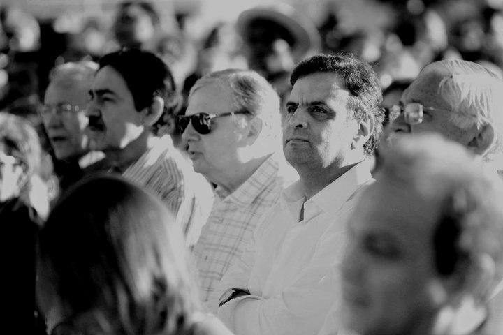 Aécio Neves ao lado de Tasso Jereissate, único senador tucano eleito no Nordeste. Junta-se a Cunha Lima (PSDB-PB) como únicos senadores tucanos dentre os 27 possíveis.