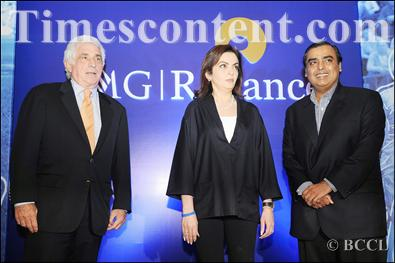 Nita Ambani (centro) é a CEO da IMG-Reliance. À sua direita, Ted Forstmann, ex-CEO da IMG, falecido em 2011.