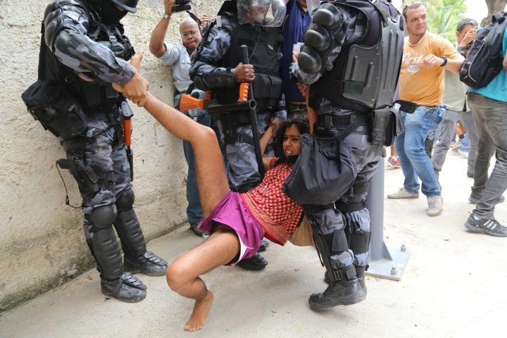 TOPSHOTS-FBL-WC2014-BRAZIL-MARACANA-PROTEST