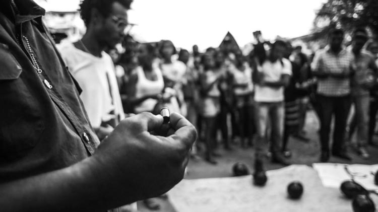 """Protesto pelas vítimas da Chacina do Cabula, em Salvador. Doze mortes foram """"legitimadas"""" por envolvimento com o tráfico. Foto: Rafael Bonifácio/Ponte Jornalismo"""