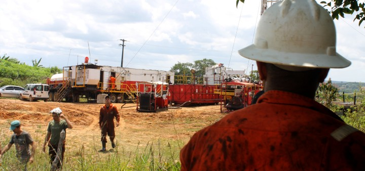 Trabalhadores terceirizados no campo de Carmopólis